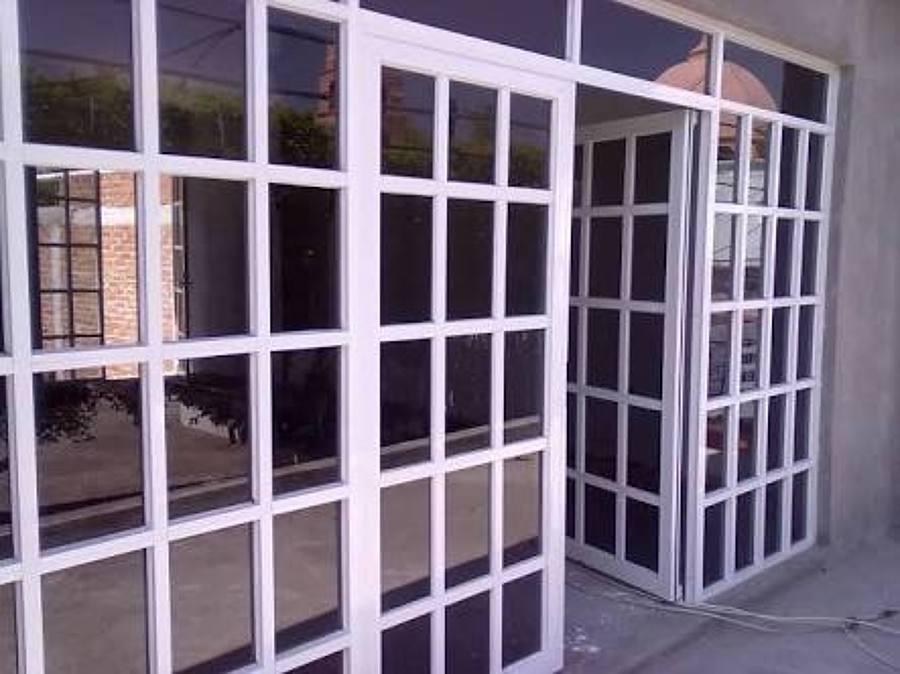 Foto puerta principal de sal n de eventos sociales for Puertas principales de fierro