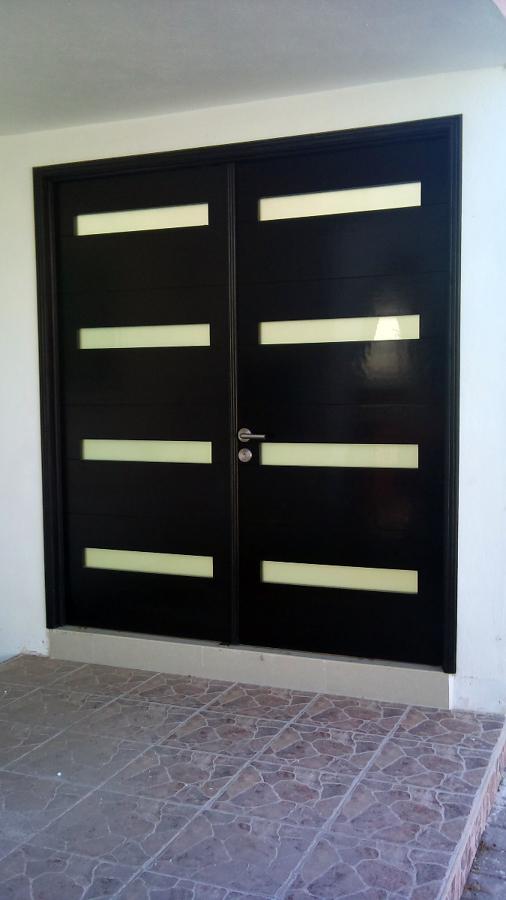 Foto puerta principal de arq elvis mendieta 6299 for Puertas de acceso principal