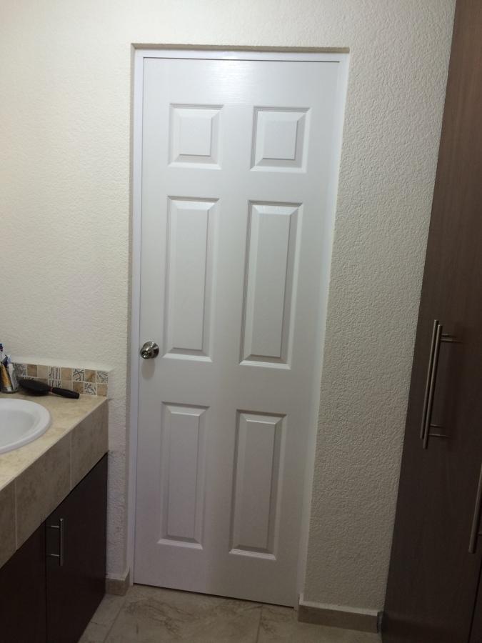 Foto puerta tambor en laca blanca de closets y vestidores - Laca blanca para madera ...