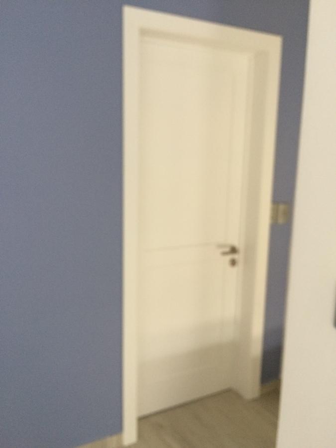 Foto puerta tambor rec mara en laca blanca de closets y for Puertas para recamaras baratas