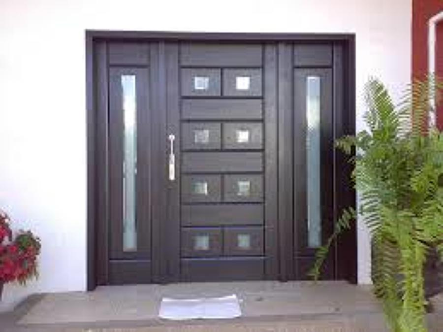 Foto puerta tipo minimalista de construcciones rojo for Puertas minimalistas