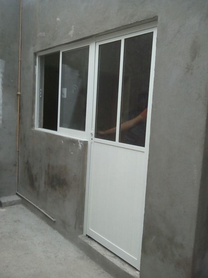 Foto puerta ventana en cocina de construtekk de oaxaca for Ventanas de aluminio para cocina