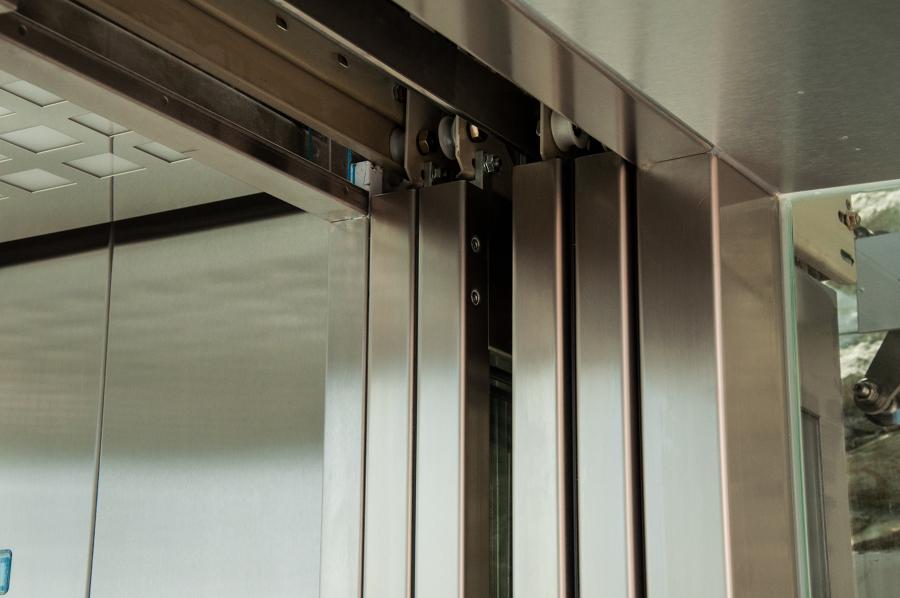 Puertas con mecanismo de seguridad.