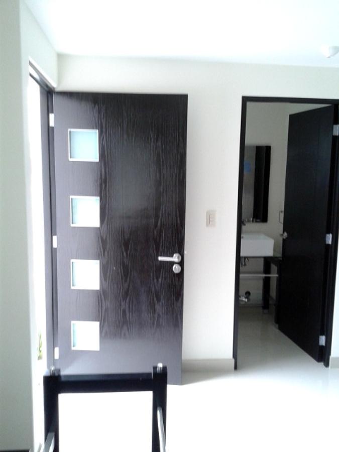 Foto puertas y carpinter a arquitect nica de reformahogar for Puertas de cocina minimalistas