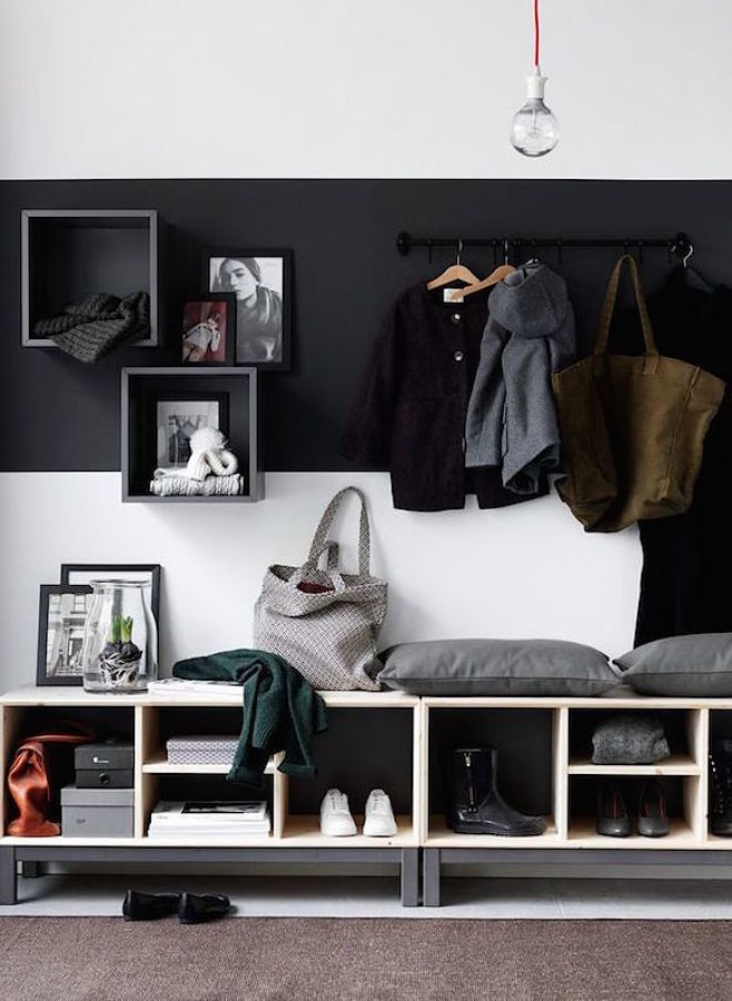 Recibidor con contraste de colores blanco y negro