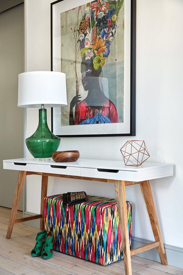 Foto recibidor con mueble a la medida y cuadro de colores - Cuadros a medida ...