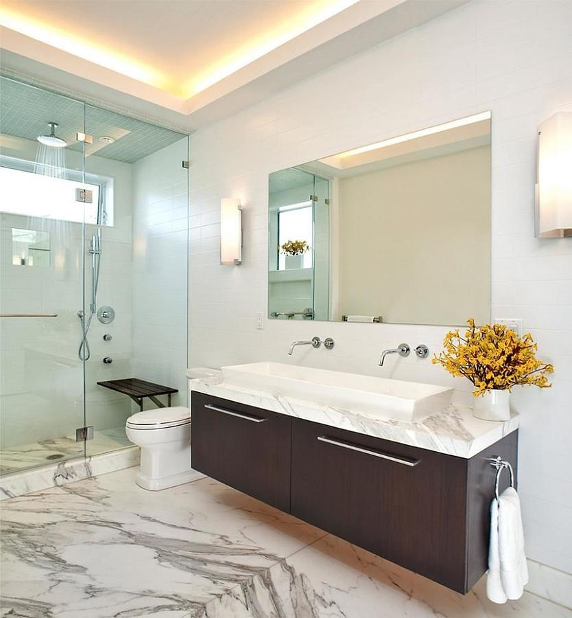 Baño con dos llaves y regadera con cancel