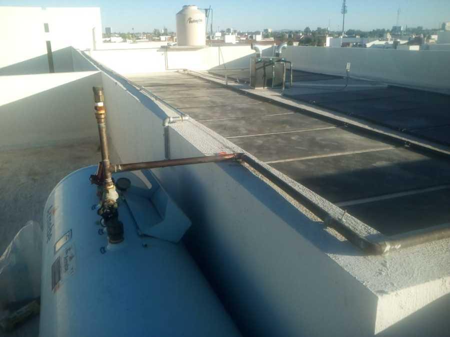 Rehubicacion de tanque estacionario e instalación de colectores solares