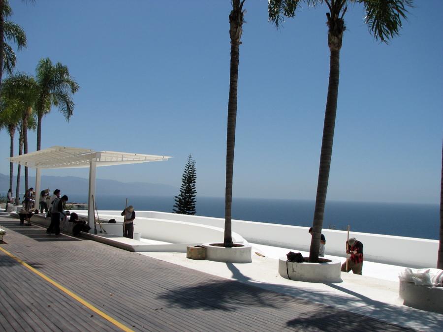 Remodelación De Alberca Del Condominio Avalon, Arriba De Estacionamiento