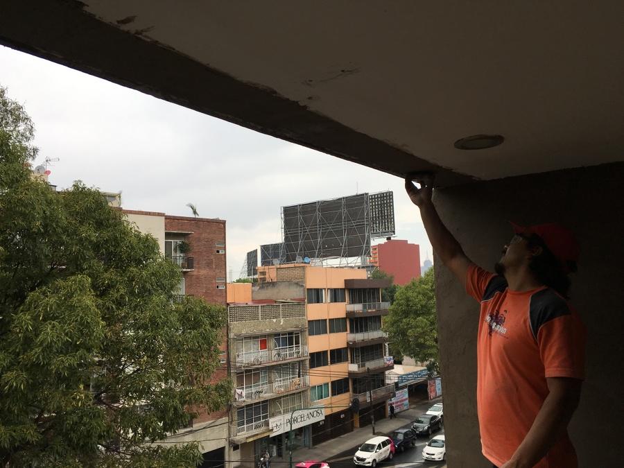 Reparación de acabados muros y plafón.