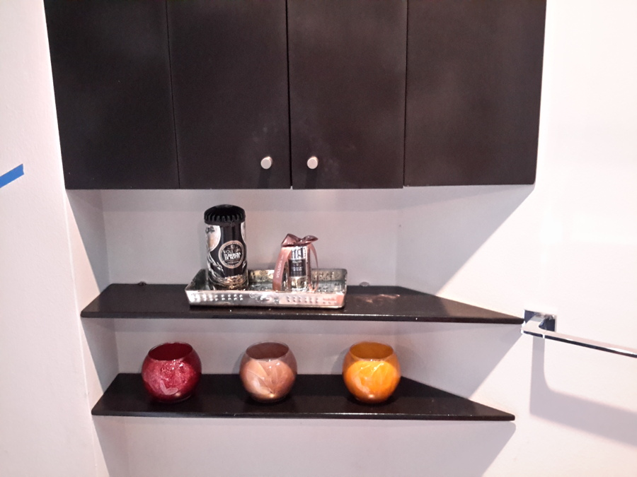 Dise o y decoraci n de departamento adornos muebles y for Repisas para bano rimax