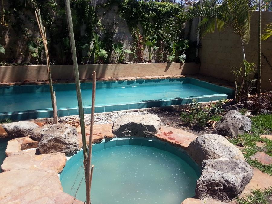Foto residencial la arbolada albercas de cabrera for Construccion de albercas en cuernavaca