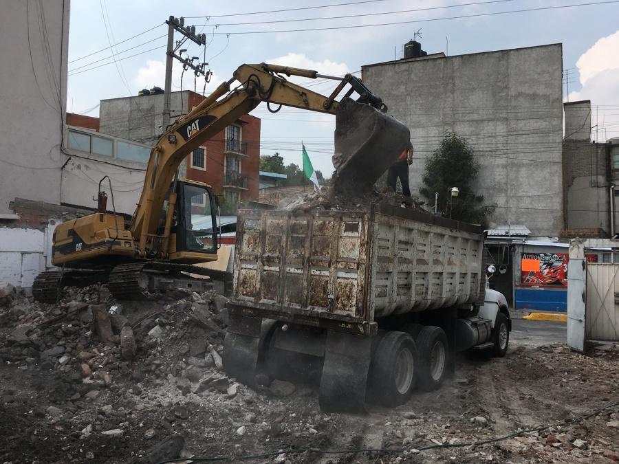 Retiro de escombro en camión de 16 m3