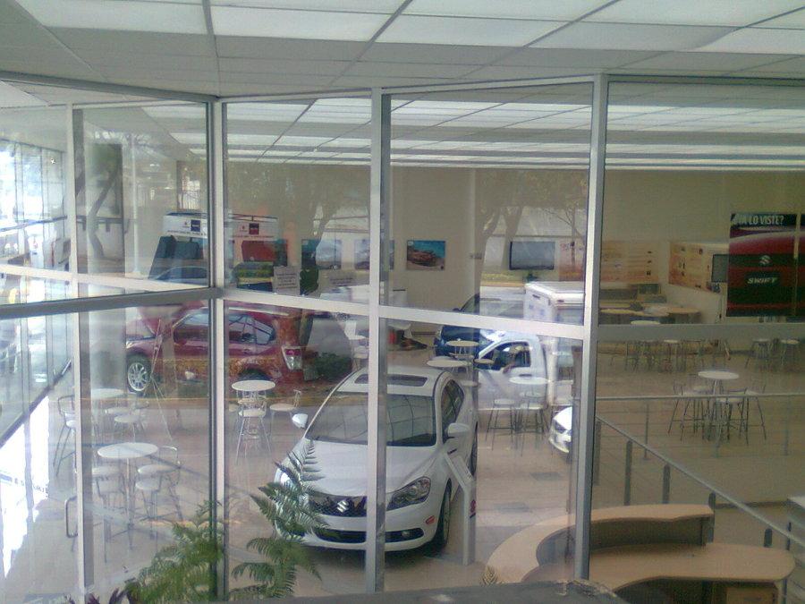Sala De Exhibicion De Autos Nuevos.