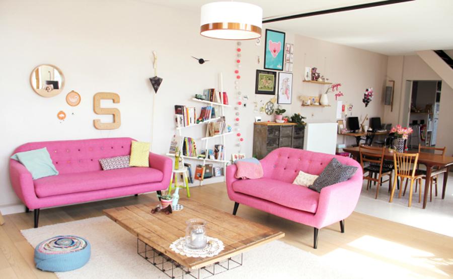 Sala decorada en color rosa