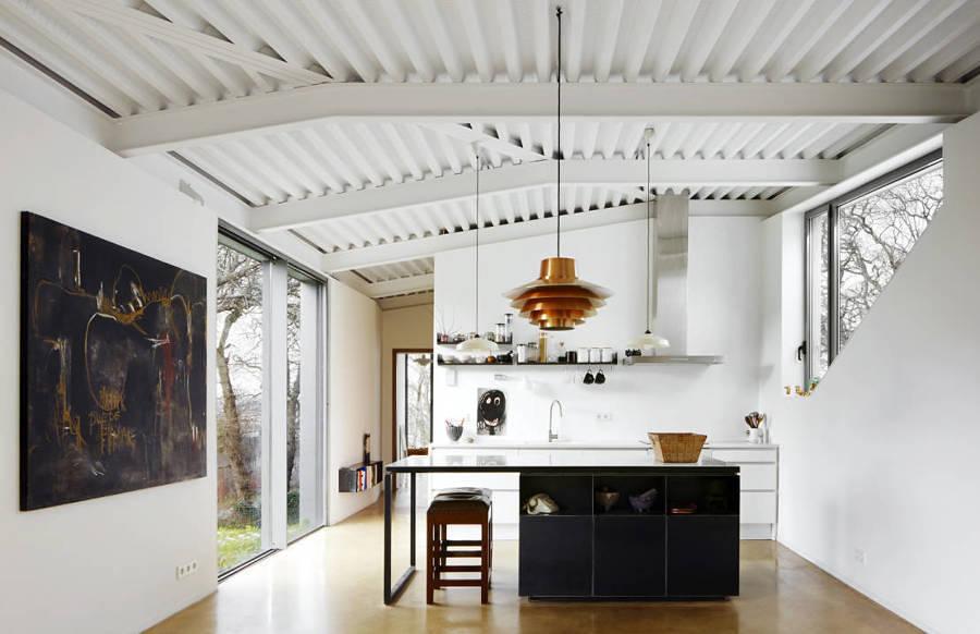 Casa con techo de lámina ondulada