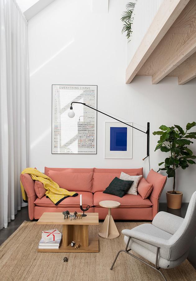 Sala en departamento con dos niveles