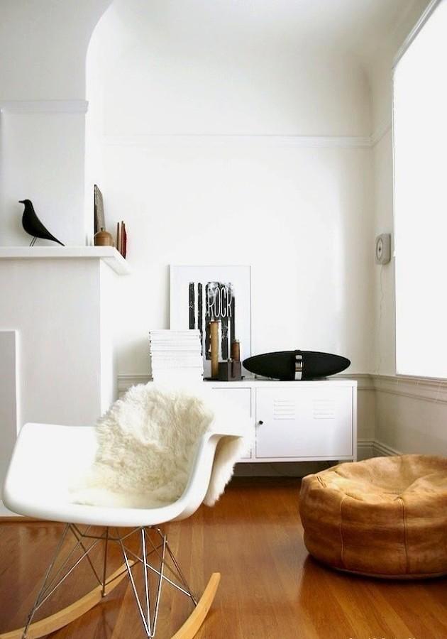 Sala con pared blanca