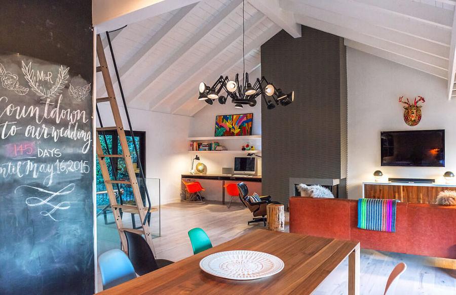 Sala decorada con variedad de colores