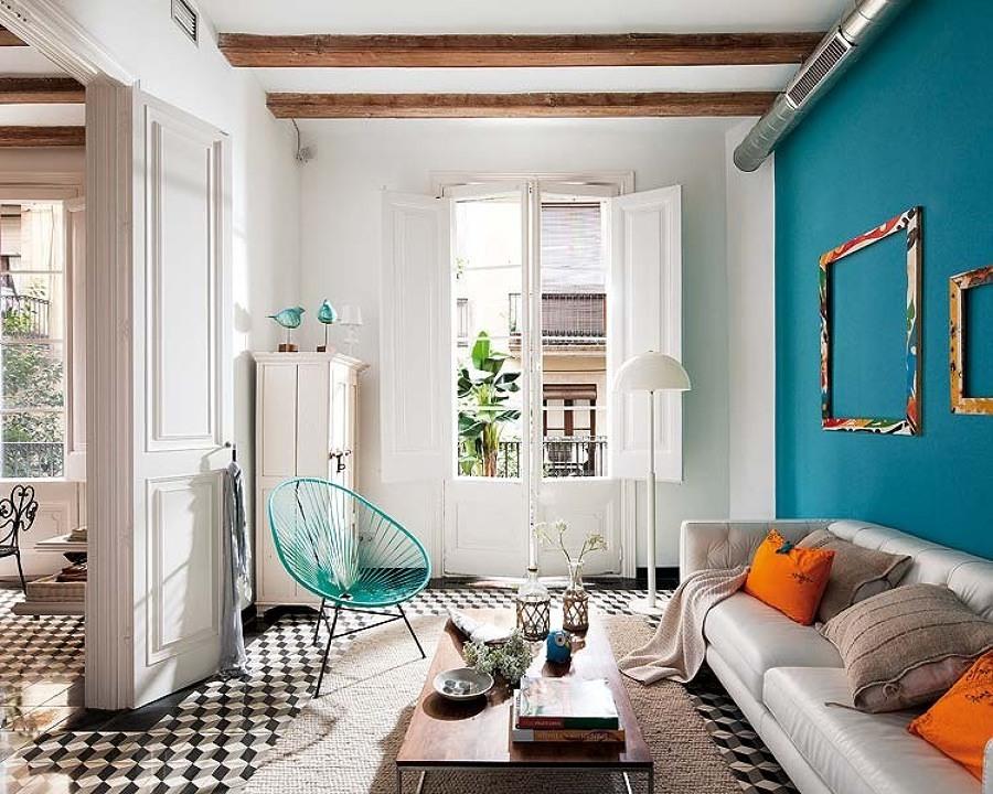 Sala con puertas pintadas