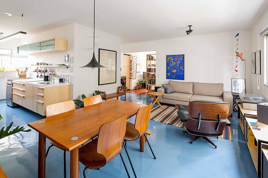 Sala con piso de resina epóxica azul