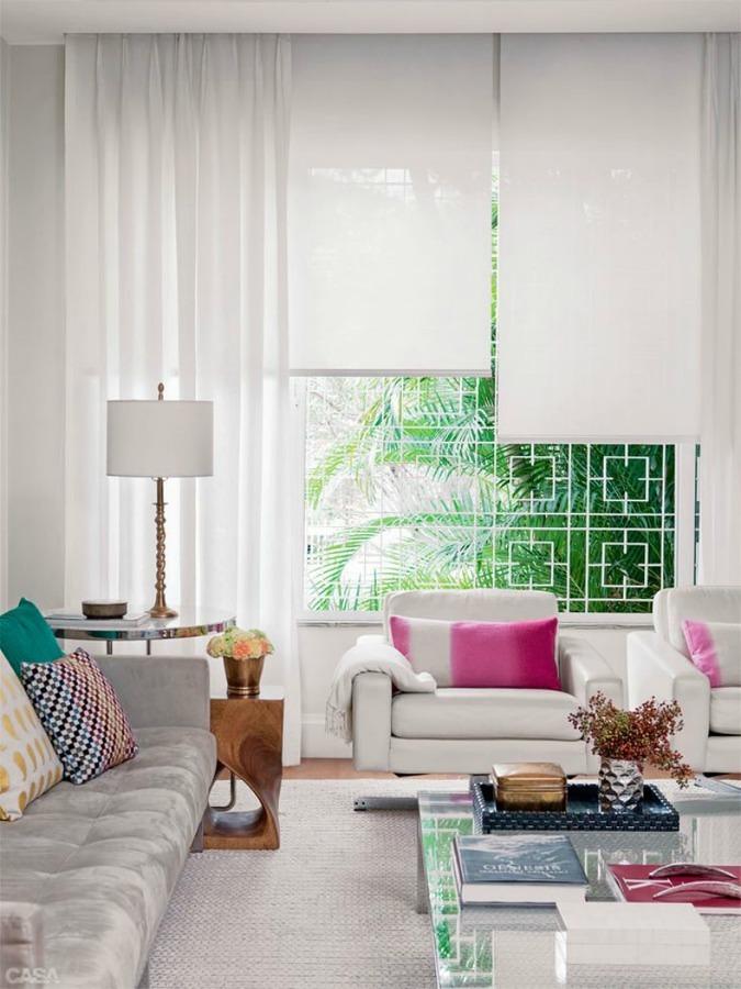 Sala con ventana con rejas de seguridad