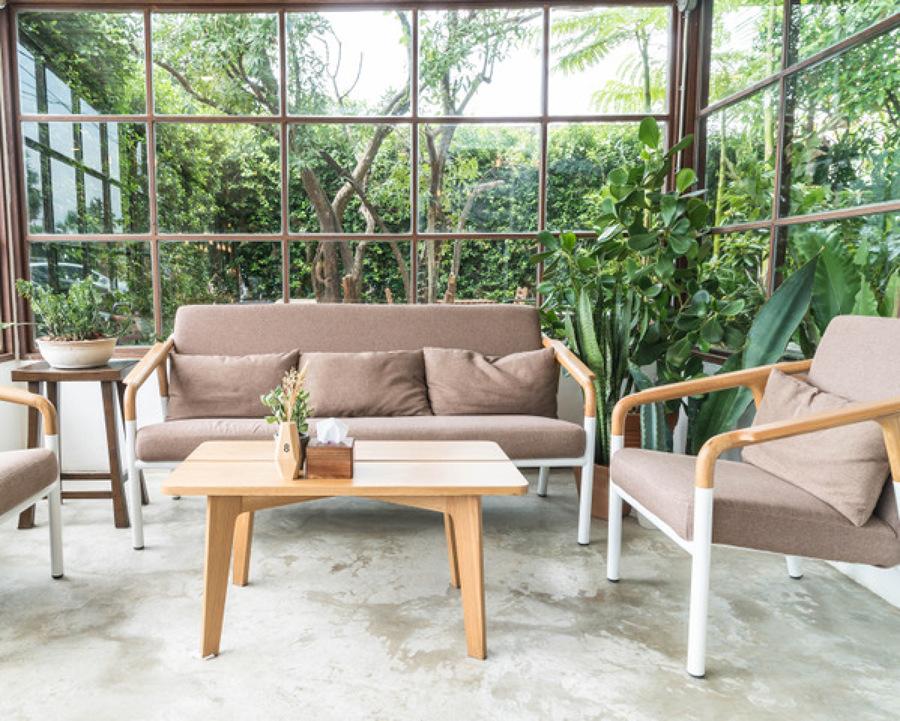 salón con vistas al jardín
