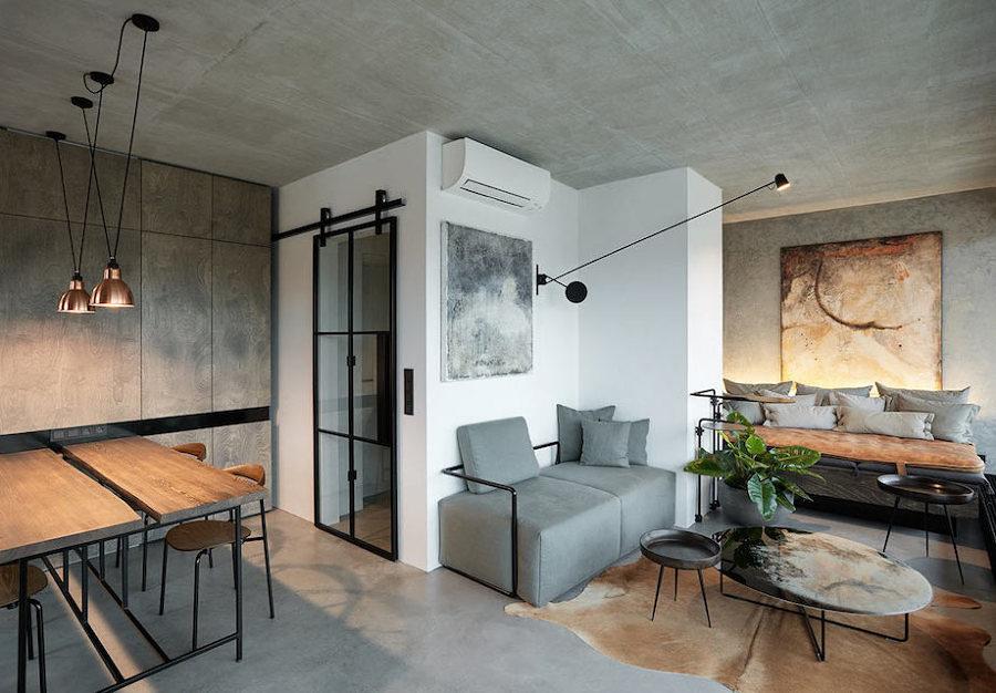 Sala con planta irregular y piso y paredes de microcemento