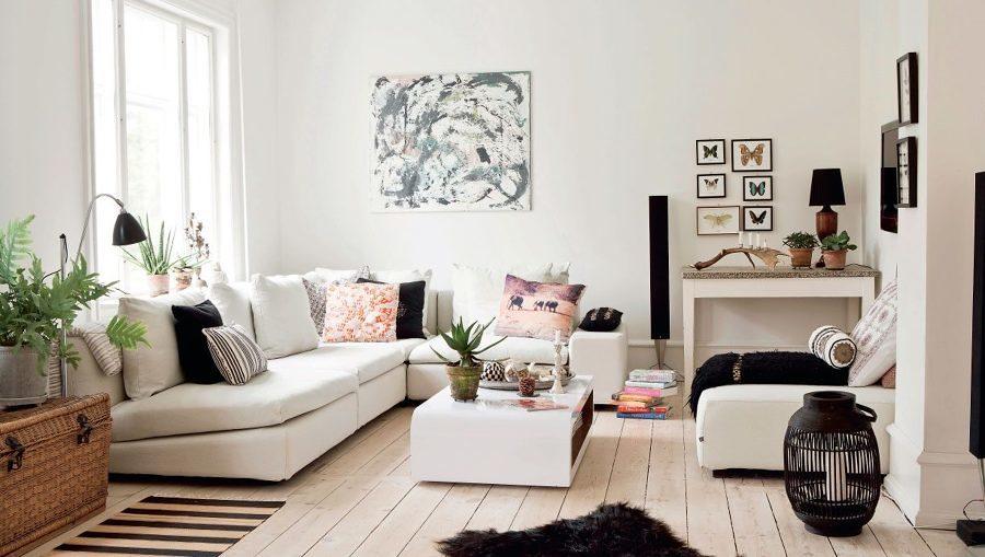 Sala estilo nórdico en tonos blancos y rosa