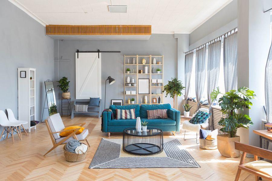 Salón pintado en tonos grises