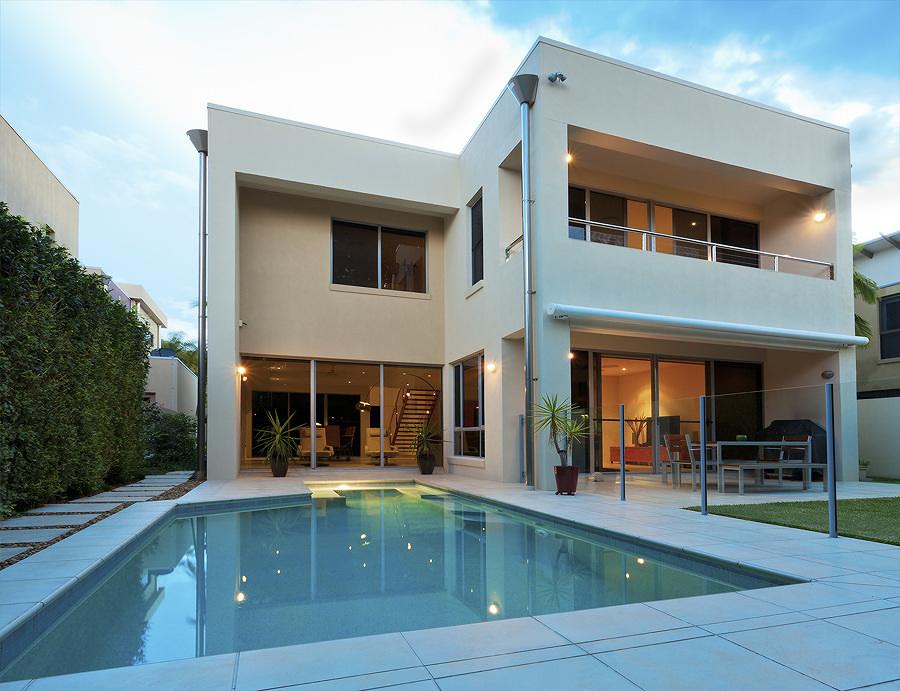 Casa de dos plantas construida con acero