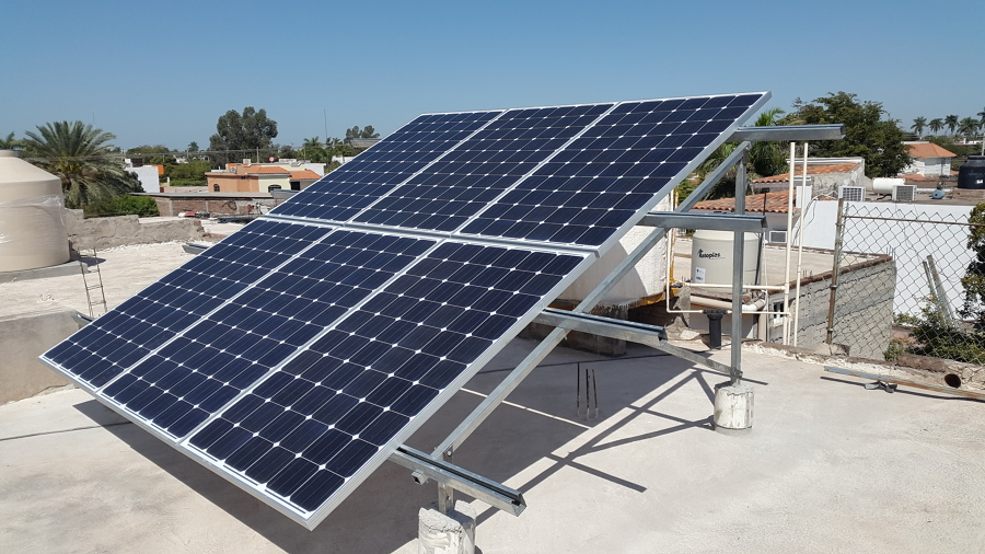 Foto sistema de paneles solares en casa rene de - Paneles solares para abastecer una casa ...