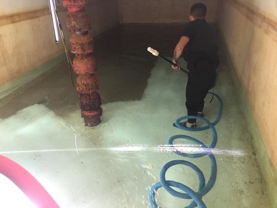 Succión de sedimentos en cisterna