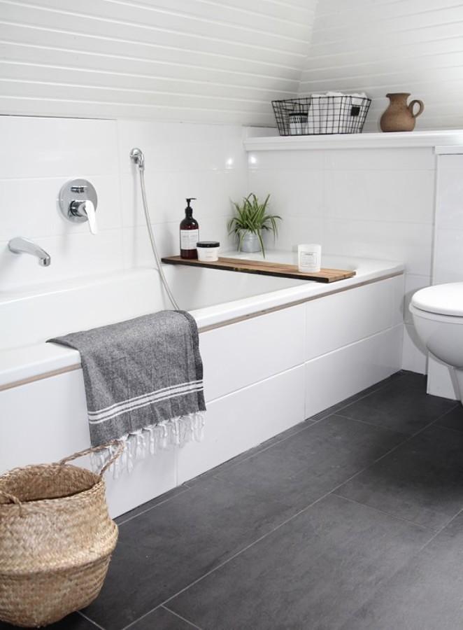Baño moderno con piso de losetas vinílicas