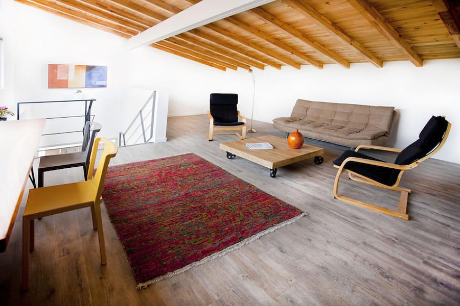 Buhardilla con piso vinílico