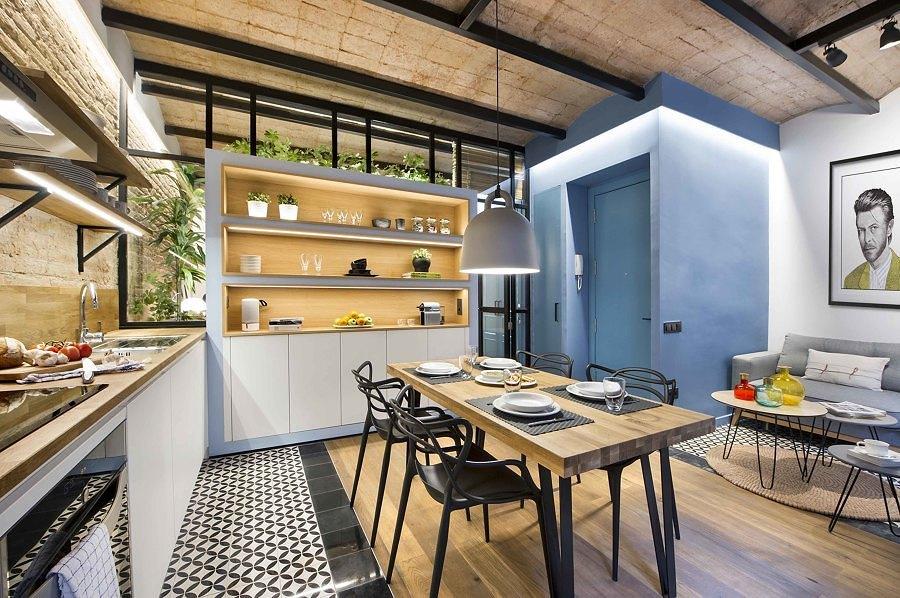 Cocina con piso vinílico hidráulico