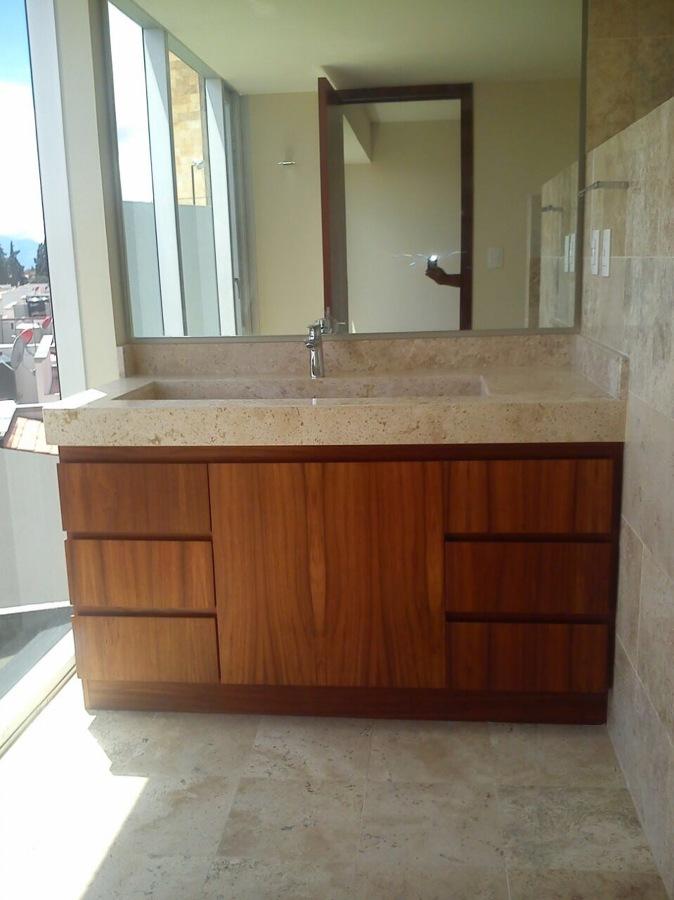 Foto suministro y colocaci n de cubierta de ba o y for Pisos de marmol para bano