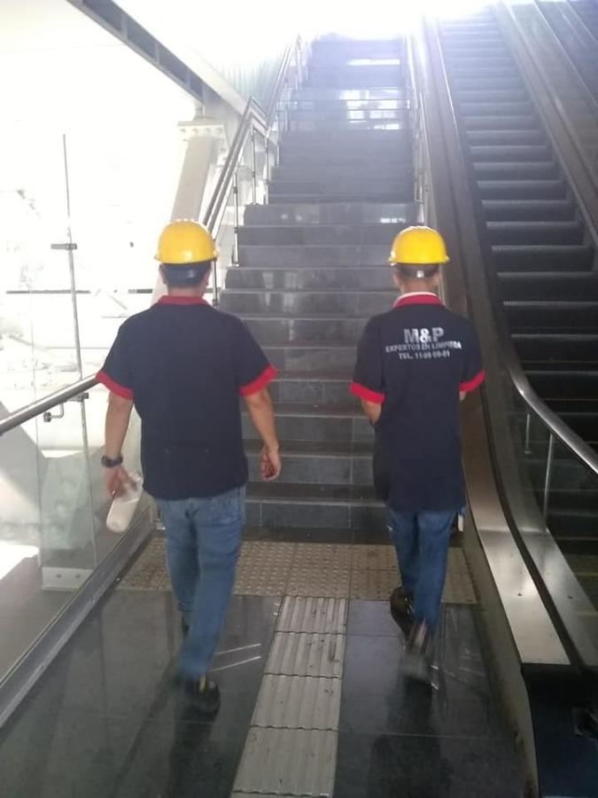 Supervisión permanente durante servicios de cuadrilla