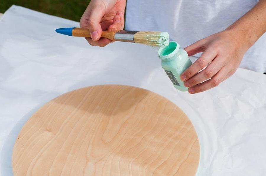 proceso de pintar taburete