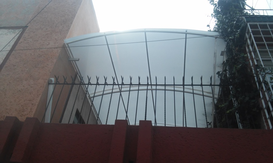 Foto techo curvo lamina policarbonato color blanco de for Casas de plastico para jardin mexico