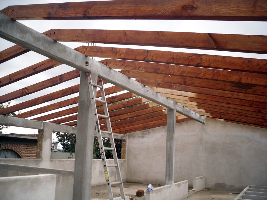 Tejado para gallera ideas construcci n casa for Tejado madera maciza