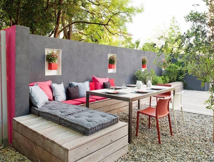 Foto terraza con bancos de madera y plantas 252013 for Bancos para terrazas baratos