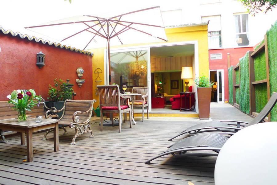 Foto terraza con muebles de madera 187613 habitissimo for Muebles para terraza en madera