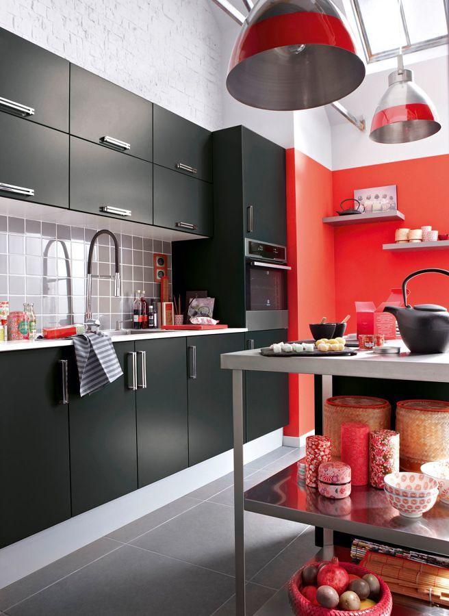 Cocina decorada en negro y rojo