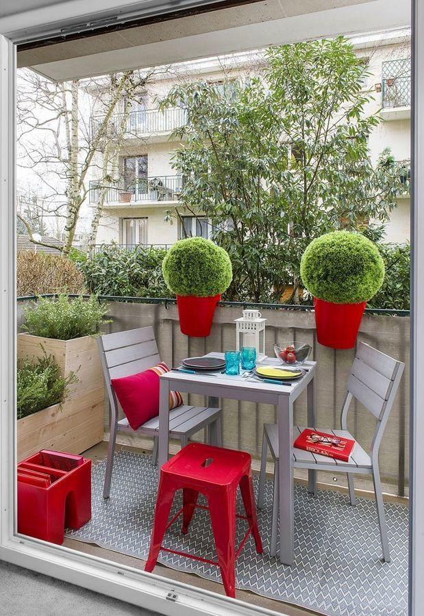 Terraza pequeña con plantas