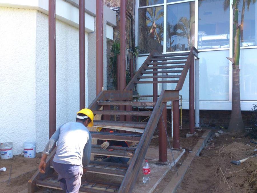 Foto trabajos de herreria para escalera de emergencia de for Escaleras de emergencia