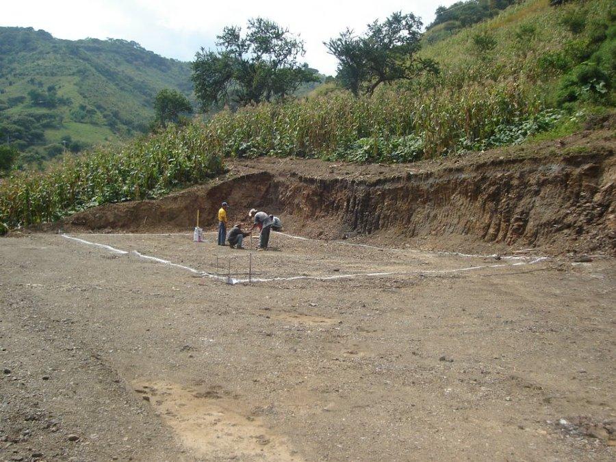 Foto trazo y nivelaci n del terreno de ayrcon - Cuanto cuesta vallar un terreno ...