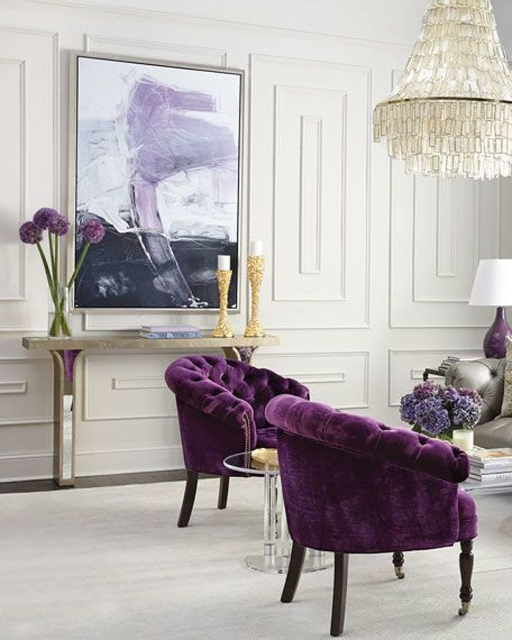 Sala decorada con Ultra Violet color Pantone 2018