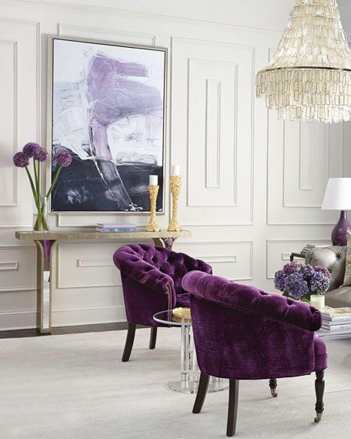 Sala decorada con Ultra Violet color Pantone 2018