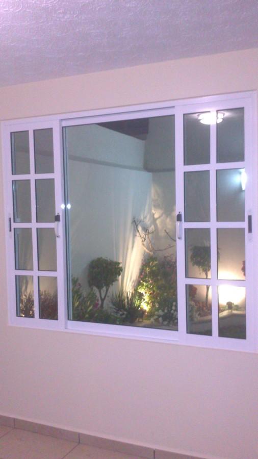 Foto ventana de aluminio de dise os y promociones bitales for Disenos en aluminio